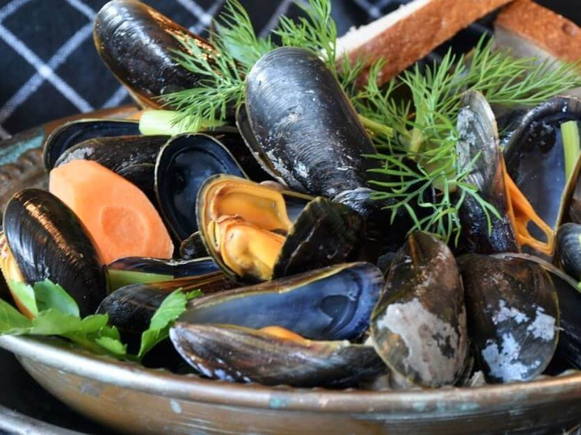 Cooking With Wine - Steamed Mussels